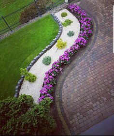the key to successful modern front yard landscaping 29 30 the key to successful modern front yard landscaping 29 Courtyard Landscaping, Landscaping With Rocks, Front Yard Landscaping, Landscaping Ideas, Backyard Ideas, Backyard Designs, Outdoor Landscaping, Mulch Ideas, Patio Ideas