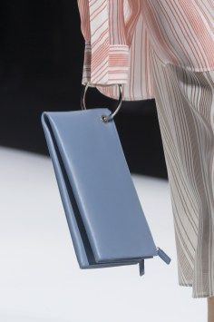 Jil Sander Fall 2018 Fashion Show Details - The Impression Small Leather Bag, Leather Wallet, Leather Bags, My Bags, Purses And Bags, Best Tote Bags, Bags 2018, Autumn Fashion 2018, Jil Sander
