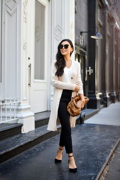 Sweater Weather in Soho: Get The Look - With Love From Kat Source by leathersensationsca weather Winter Wardrobe, Summer Wardrobe, Sweetheart Prom Dress, Skirts With Boots, Classic Outfits, Sweater Weather, Everyday Outfits, Get The Look, Soho