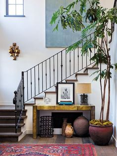 Man of the House eclectic entryway / landing design Design Entrée, Deco Design, Home Design, Design Ideas, Design Miami, Design Elements, Home Interior, Interior And Exterior, Interior Livingroom