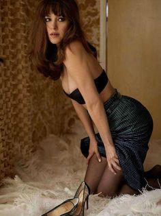 A sensualidade de Dakota Johnson. Clique na imagem e saiba mais sobre a atriz.