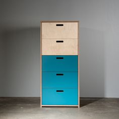 Shoreditch, Auckland contemporary furniture, DU.550 Drawer Unit with 5 drawers, designed and made in New Zealand. This high quality drawer unit is available in three sizes: 3 , 4 or 5 drawers. Storage solution for home and commercial interiors. Carcass & drawer fronts are made from sustainably sourced Birch plywood then finished in natural wax oil. The Poplar plywood drawers are full extension and mounted on high end, soft close runners. Choose from 8 laminate colours or clear.