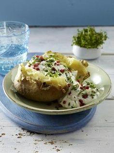 Das Rezept für Ofenkartoffel mit Kresse-Käsecreme und Schinkenwürfeln und weitere kostenlose Rezepte auf LECKER.de