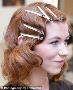 Give your hair a Roaring Twenties twist with FEMAIL's online tutorial Great Gatsby fever! Give your hair a Roaring Twenties twist with FEMAIL's online tutorial Vintage Hairstyles, Pretty Hairstyles, Great Gatsby Hairstyles, Wedding Hairstyles, Updo Hairstyle, Hair A, Your Hair, Hair Jewels, Vintage Glam