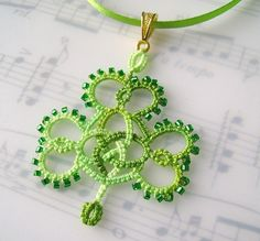 A touch o' the tatting for St. Paddy's Day. Wish I knew someone who could make one of these for me.