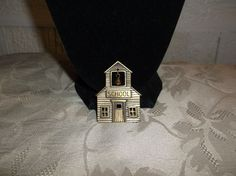 VTG. JJ JONETTE ANTIQUE GOLD TONE ARTICULATED BELL SCHOOLHOUSE LARGE BROOCH~ #JJJonette
