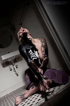 I'm not normally into Spiderman, but this Venom cosplay image is pretty cool. Epic Cosplay, Amazing Cosplay, Cosplay Girls, Latex Cosplay, Amazing Costumes, Female Cosplay, Anime Cosplay, Looks Cool, Pretty Cool