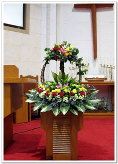 Church Flower Arrangements, Church Flowers, Floral Arrangements, Minimalist Small Bathrooms, Wedding Altars, Unusual Flowers, Arte Floral, Flower Bouquet Wedding, Anklets