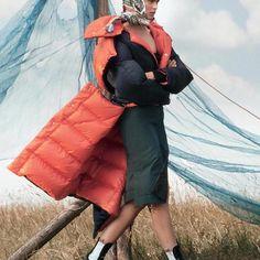 Birgit Kos by David Sims, 2017.   #vogue #voguemagazine #vogueus #september2017 #hiromiueda #paulhanlon #camillanickerson #ellerosa #birgitkos #davidsims #fashion #fashioneditorial #fashionphotography #editorial #photography #hair #photoshoot #fashionnews #makeup #make #iconic #fashionphotoshoot #beauty #beautyeditorial #face #models #pose #news #fashionnews @voguemagazine @davidsimsofficial @hiromi_ueda @paulhanlonhair @birgitkos    #Regram via @wearesodroee