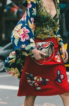 Bright & colorful clutch. // The Best Street Style Inspiration From New York Fashion Week: (http://www.racked.com/2015/9/11/9309889/nyfw-street-style#4833038)