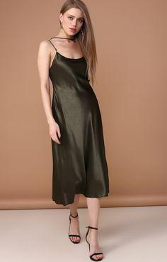 Атласное платье-комбинация с перекидной бретелью Dream Trend 250581, купить за 6980 руб в интернет-магазине TopTop.ru