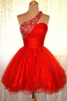 Mini robe rouge chic asymétrique orné de strass