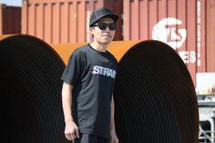 MOTION LOGO T-SH #BLACK  フロントに大胆かつシンプルにあしらったオリジナルのMOTIONロゴが、スポーツスタイルを主張。 「ドライシルキータッチ」と呼ばれる吸水速乾素材を使用しドライで快適な状態を保ってくれる。