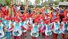 Grupo Mascarada Carnaval: Los escolares toman las calles de Gran Tarajal y a... Con bolsas de basura http://www.multipapel.com/familia-material-para-disfraces-maquillaje-bolsas-de-color.htm