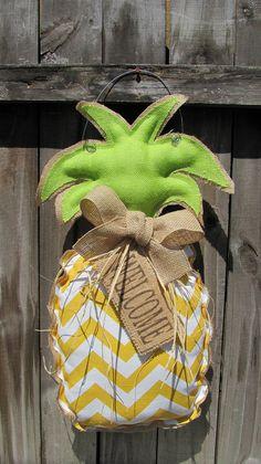 Pineapple WELCOME Sign / Burlap Pineapple Wreath by VintageShore Garden Signs, Garden Flags, Burlap Door Hangings, Front Porch Makeover, Wood Cutouts, Front Door Decor, Wooden Doors, Yard Art, Door Hangers