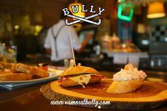 Solo un #pintxo ? O te quedas a comer ?  Algo rápido ?  O nuestro menú plato del día ? Sea lo que sea te esperamos en #vamosalbully.com #donostia #sansebastian Tienes la carta en la web www.vamosalbully.com Te esperamos.