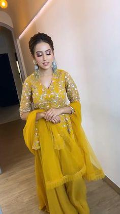 Party Wear Indian Dresses, Pakistani Dresses Casual, Designer Party Wear Dresses, Indian Gowns Dresses, Indian Bridal Outfits, Dress Indian Style, Indian Fashion Dresses, Indian Designer Outfits, Stylish Dresses For Girls