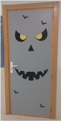 Puerta halloween primaria 2016 colegio monterrubio de for Puertas decoradas en halloween