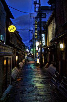 Pontocho Alley, Kyoto, Japan | by 或る天 武, via 500px