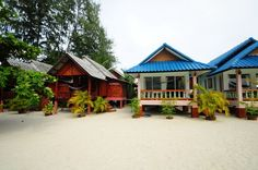 Bungalow resort with some beachfront bungalows on Sri Thanu Beach in Koh Phangan. The Nice Sea Resort has some bungalows with kitchenettes as well as the more basic style. There is a restaurant at the resort as well. #beach #beautiful #holiday #familyfun #nature #travel #bungalow #kohphangan #thailand