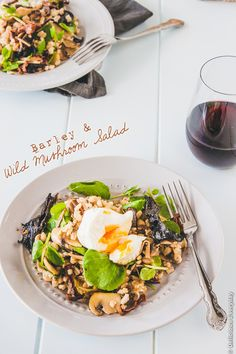 Wild Mushroom & Barley Salad with Poached Eggs - leave out the egg to make it #vegan  | @deliciouseveryd DeiciousEveryday.com
