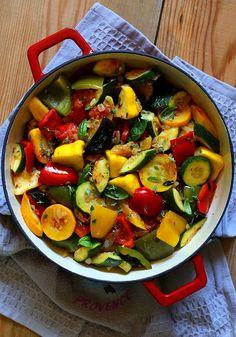 Ratatouille czyli rewelacyjny francuski gulasz Kitchen Recipes, Cooking Recipes, Vegetarian Recipes, Healthy Recipes, Food Design, Ratatouille, Gluten, I Foods, Dinner Recipes