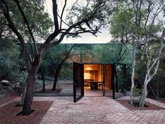 Mexican architects Tatiana Bilbao has used mirrored glass, rammed earth, and clay bricks, to create this holiday home in a forested hillside in Monterrey, Mexico. House Of Mirrors, Bilbao, Modern Glass House, Glass House Design, House Of Glass, Architecture Résidentielle, Innovative Architecture, Rammed Earth, Types Of Doors