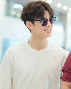 Wavy hair and sunglasses. Eun woo, u re really know how to spoiled us with ur crazy handsome look. Cha Eun Woo, Asian Actors, Korean Actors, Kpop, Cha Eunwoo Astro, Lee Dong Min, Jung Hyun, Pre Debut, Kdrama Actors