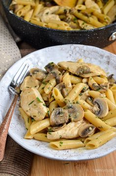 Slimming Slimming Eats Syn Free Creamy Chicken and Mushroom Pasta - gluten free, Slimming World and Weight Watchers friendly Slimming World Pasta, Slimming World Dinners, Slimming World Recipes Syn Free, Slimming Eats, Slimming Word, Dinner Recipes For Kids, Healthy Dinner Recipes, Cooking Recipes, Pasta Recipes