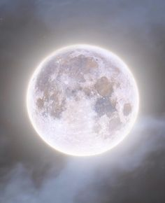 Night Aesthetic, White Aesthetic, Moon Pictures, Pretty Pictures, Galaxia Wallpaper, The Moon Is Beautiful, Moon Photography, Moon Lovers, Space And Astronomy