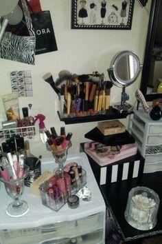 Storage ideas :) Makeup Vanity Storage, Storage Ideas, Organization Ideas, Organizing Ideas, Storage