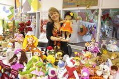 Gobernadora Cristina Soto hace llamado a visitar la Feria Navideña de Artesanos en Mall Vivo Melipilla - Gobernación Provincial de Melipilla Ladybugs, Tights