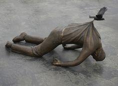 Trans ī re. By Norwegian artist, Fredrik Raddum. Bronze Sculpture, Sculpture Art, Garden Sculpture, Sculpture Museum, Jeff Koons, Girls Lifting, Bizarre, Green Landscape, Contemporary Sculpture