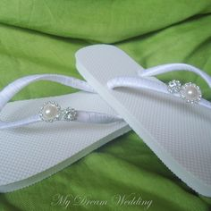 Love these wedding flip-flops!