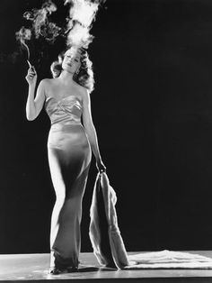 "GoldenAgeHollywood : ""Charles Vidor's classic film-noir GILDA, starring Rita Hayworth, premiered in New York City 74 years ago today. Vintage Hollywood, Hollywood Icons, Old Hollywood Glamour, Golden Age Of Hollywood, Vintage Glamour, Vintage Beauty, Classic Hollywood, 50s Glamour, Hollywood Cinema"