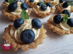 Kociołek Iwony: Kruche babeczki z owocami Cannoli, Truffles, Good Food, Food And Drink, Sweets, Cookies, Breakfast, Recipes, Polish