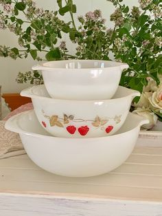Lovely set of Agee Pyrex Nesting bowls - New Zealand Vintage Pyrex - Middle Bowl Strawberries with Gold - Collectable Vintage Pyrex Bowls, Nesting Bowls, Opaline, Bank Holiday, Vintage Pyrex, Milk Glass, Bowl Set, Strawberries, New Zealand