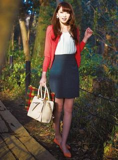 【着まわしday4】ビビットピンクカーディガン×パールつきブラウスキャブ×ゆるタイトスカート | ファッション コーディネート | with online on ウーマンエキサイト