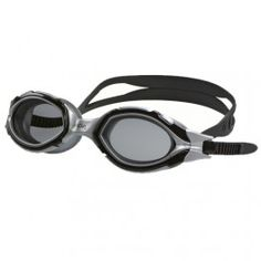 Gator Polarized Okulary pływackie Gator Polarized przeznaczone są dla profesjonalnych zawodników, uprawiających sporty na otwartych akwenach. Doskonałe dla triatlonistów. Te okulary posiadają filtr polaryzacyjny, który ułatwia pływanie w jasnym świetle słońca. Szerokie szkła zapewniają maksymalne pole widzenia. Pasek mocowany jest do okularów bardzo poręcznymi zatrzaskami, natomiast cała oprawa stanowi jedną całość.