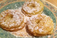 Omas Apfelradln - Rezept | GuteKueche.at Doughnut, Sweets, Desserts, Food, Flat Cakes, Biscuits, Good Food, Tailgate Desserts, Deserts