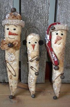 LUV these prim icicle santas and snowmen - grungied painted fabric