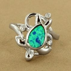 This is a beautiful ring.... love turtles