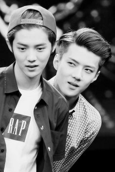 """Hunhan- That """"im gonna rape you tonight"""" face though, Sehun! xD Luhan is probably thinking: dont turn around now, hes staring omo he's staring kyaa"""""""