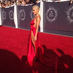 HIT - red on the red carpet!  Rita Ora   All The Looks From The VMAs Red Carpet