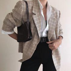 468 Likes, 4 Kommentare - girls of march ( auf Instagra . Work Fashion, Daily Fashion, Everyday Fashion, 90s Fashion, Vintage Fashion, Fashion Looks, Fashion Outfits, Fashion Watches, Paris Mode