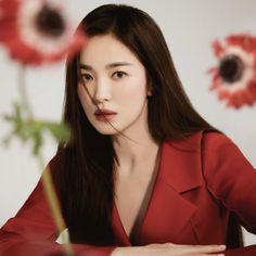 Asian Model Girl, Korean Model, Asian Models, Cute Makeup, Makeup Looks, Chic Black Outfits, K Fashion, Flower Fashion, Creative Fashion Photography