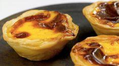 美食台|葡式蛋撻 - YouTube Cheese Pastry, Egg Tart, Calzone, Cannoli, Cooking School, Eclairs, Some Recipe, Custard, Baking Recipes