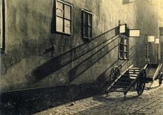 """""""The forgotten street"""". Photos of Josef Sudek, 1930 © Josef Sudek / Anna Fárová Old Photography, Street Photography, Old Pictures, Old Photos, Atelier Series, Josef Sudek, Modernisme, Foto Art, Grand Palais"""