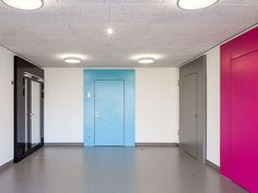 Geschwister-Scholl-School, Worms (GER) Photographer: © Daniel Vieser The carefully designed door elements are plastically set off the wall, but are flush-mounted - no misalignment between the door leaf and the frame. This design concept is also fully supported by the door closers from dormakaba, because the door closer ITS 96 is concealed in the door element. #architecture #design #building #ArchitectureDesign #Smartandsecureaccesssolutions #TrustedAccess #dormakaba #ITS96