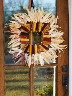 Put a contemporary twist on traditional autumn decor with a square corn husk wreath. Just follow these simple step-by-step instructions from the handmade experts at HGTV.com.